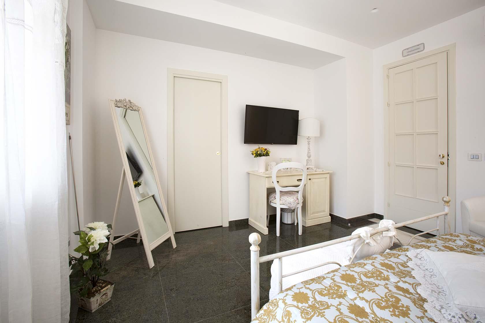 Adeline Suite 43