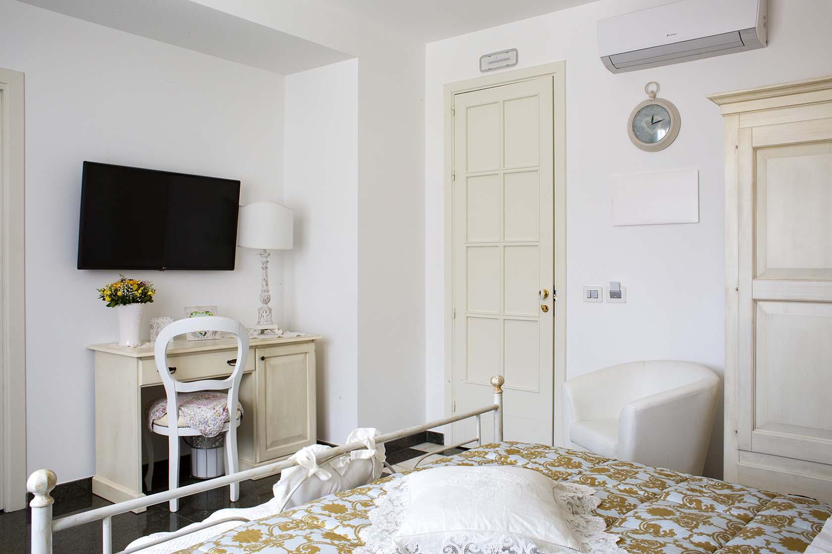 Adeline Suite 54